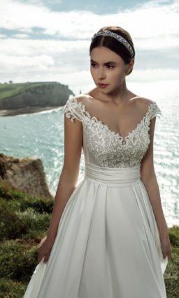 Элегантное свадебное платье традиционного кроя