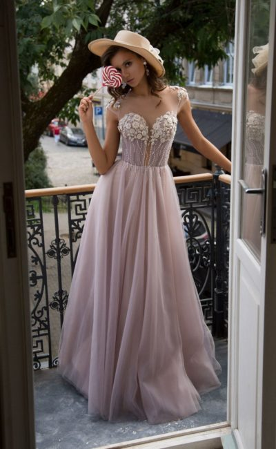Нежно-лиловое вечернее платье