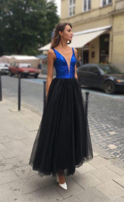 Платье на выпускной с черной юбкой