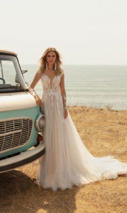 свадебное платье с длинными рукавами и ажурным декором