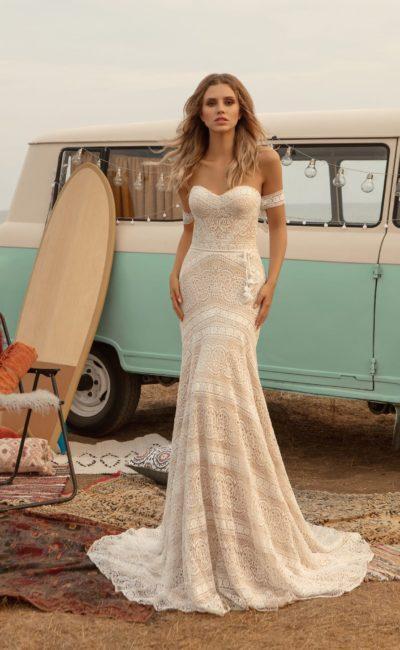 Свадебное платье из кружева цвета айвори