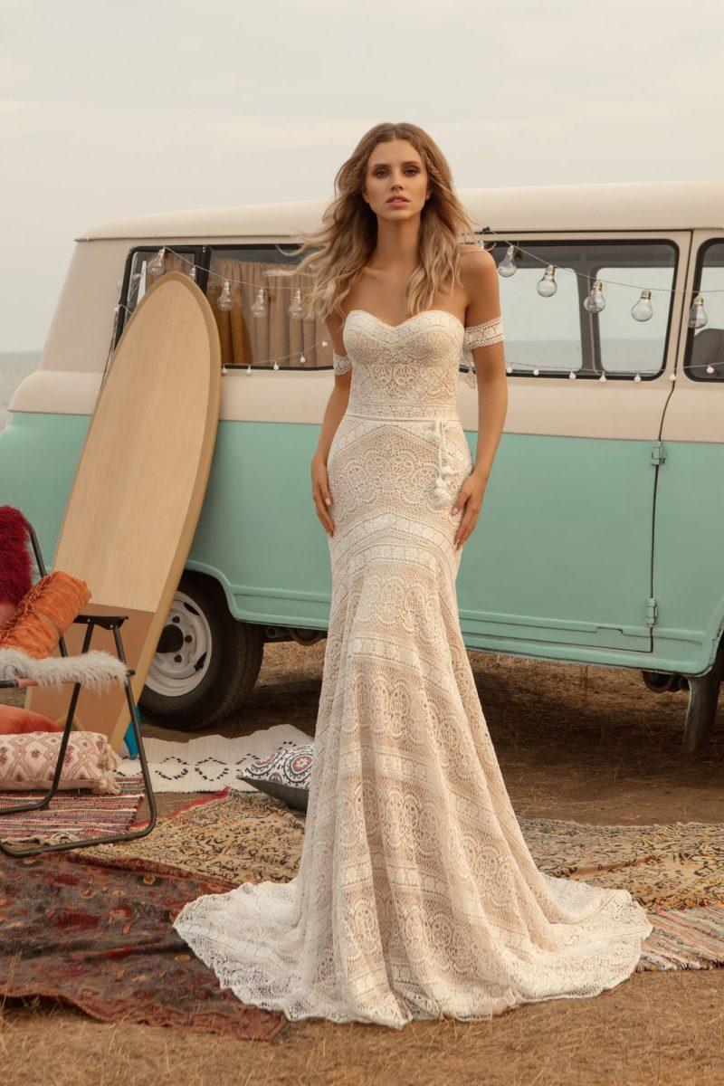 платье из роскошного кружева