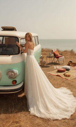 свадебное платье классического силуэта с пышной юбкой