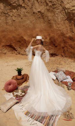 Приталенное свадебное платье с изысканным кружевом