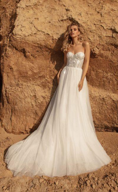 Пышное свадебное платье с женственным кроем