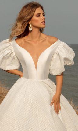 Пышное платье с рукавами фонариком