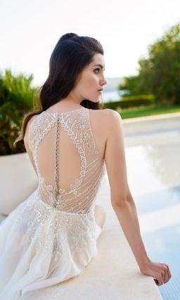 Свадебное платье с разрезом от бедра