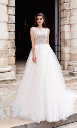 Платье с торжественным шлейфом