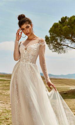 свадебное платье цвета слоновой кости из кружева