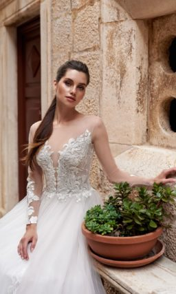 свадебное платье с пышным шлейфом