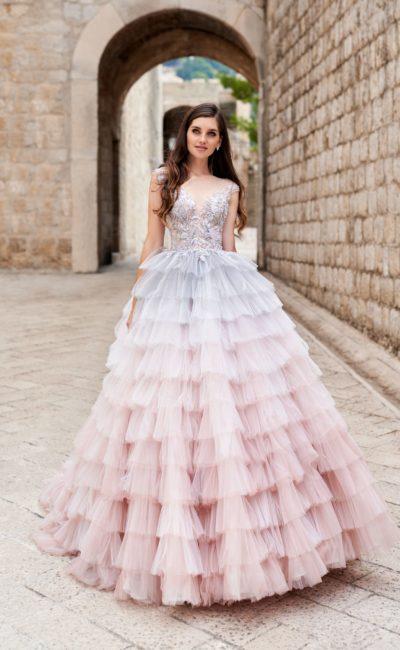 Пышное свадебное платье необычной расцветки