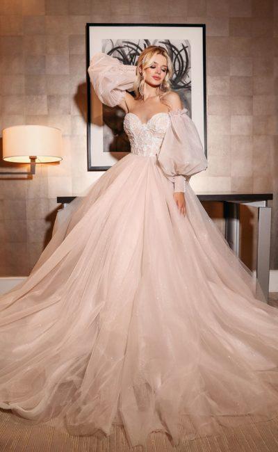 Пышное платье со съемными рукавами