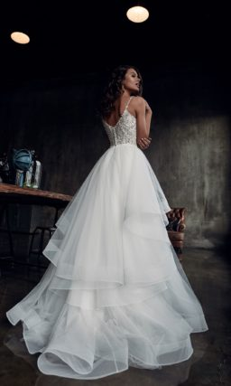 платье с многоуровневой юбкой