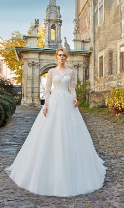 Пышное платье с длинным рукавом