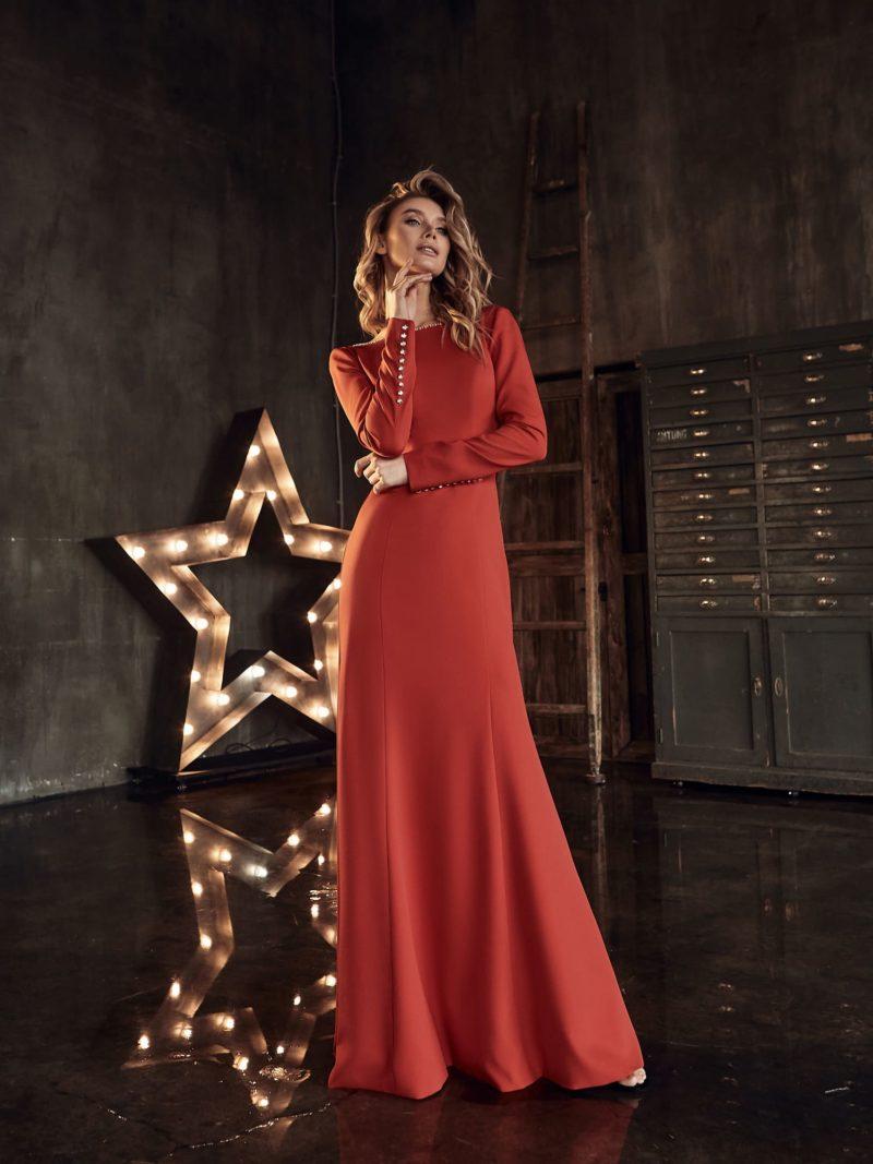 Красное свадебное платье с минималистичным дизайном