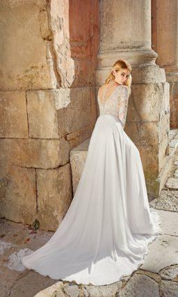 свадебное платье со струящейся юбкой