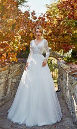 платье с элегантным ажурным верхом