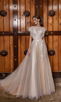 платье с трапециевидной юбкой