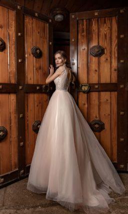 Пышное свадебное платье нежно-розового цвета