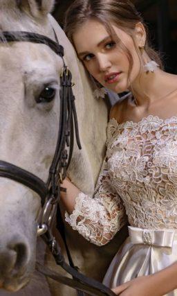 Блестящее свадебное платье миди