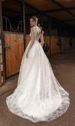 Свадебное платье традиционного силуэта