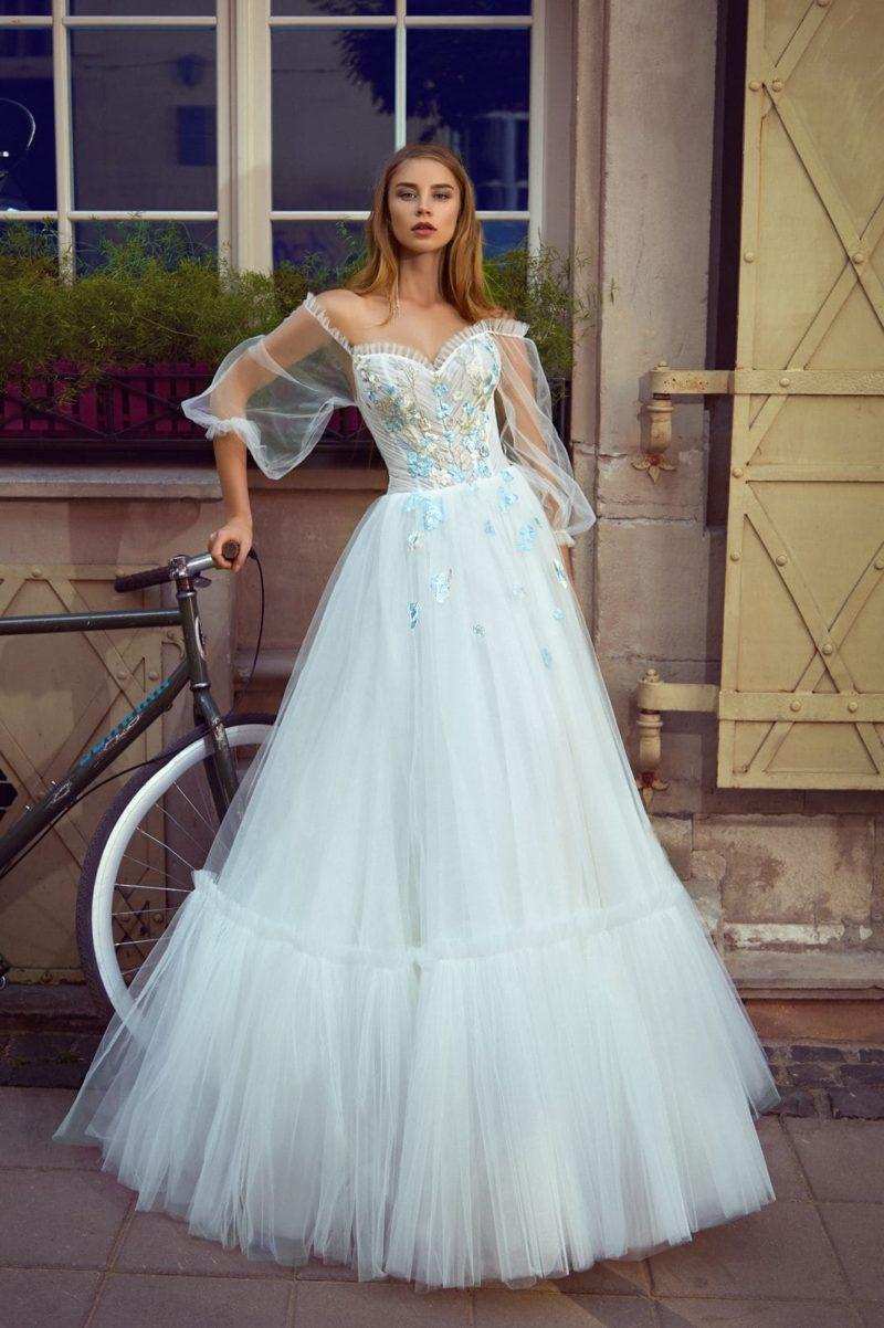 Пышное нежно-голубое свадебное платье