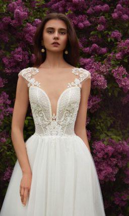 Свадебное платье с облегающим лифом