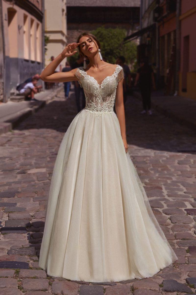 Пышное открытое платье
