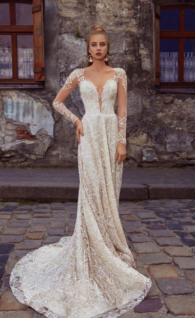 Кружевное платье с прозрачным рукавом