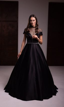 Пышное атласное вечернее платье