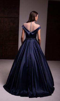Длинное пышное вечернее платье из атласа