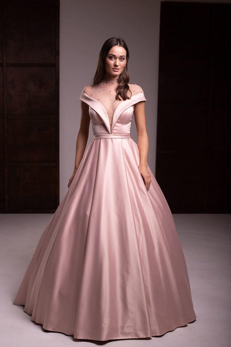 Атласное вечернее платье пудрового
