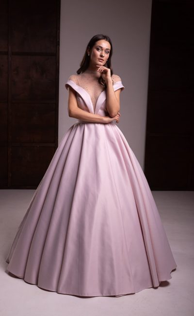 Пышное вечернее платье с юбкой в пол