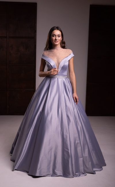 Платье из светло-серого атласа