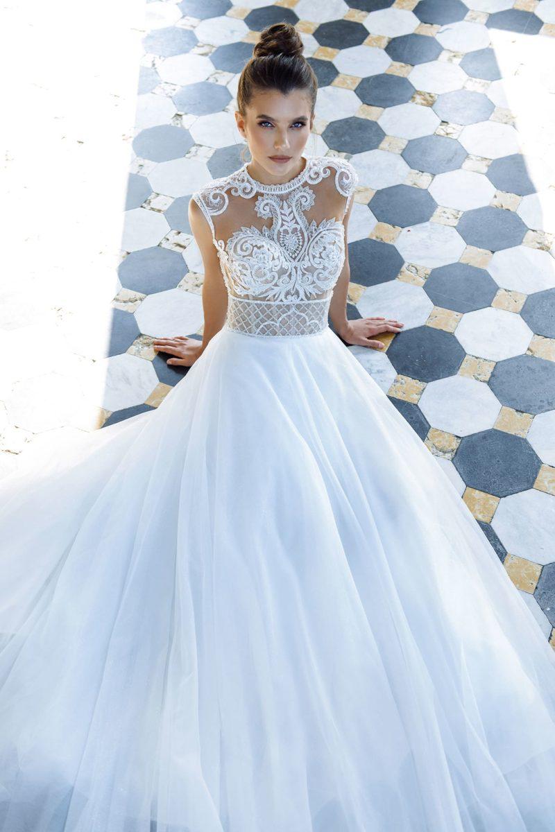 Свадебное платье с белой пышной юбкой