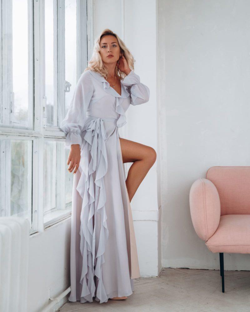 Длинное вечернее платье из дымчатого шифона