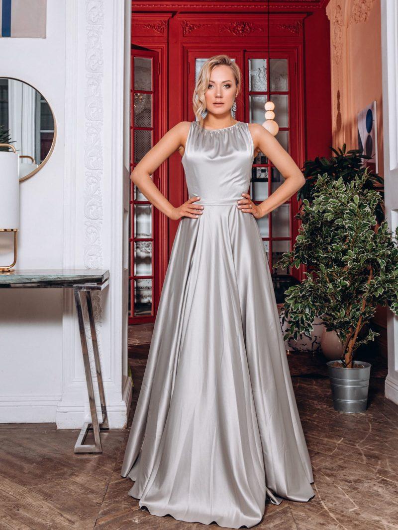 Вечернее платье в пол со сдержанным дизайном