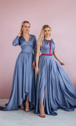 Длинное вечернее платье из атласа оттенка индиго