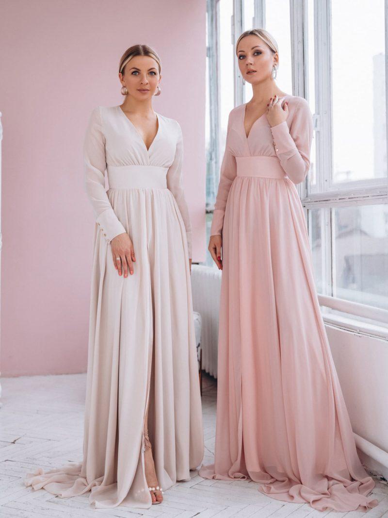 Пудровое вечернее платье в пол с длинными рукавами