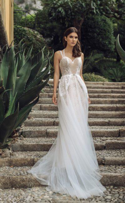 свадебное платье цвета айвори с кружевным декором