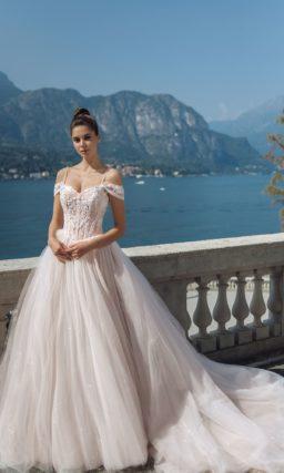 Пышное платье с роскошным шлейфом