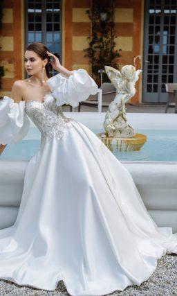Свадебное платье из роскошного белого атласа
