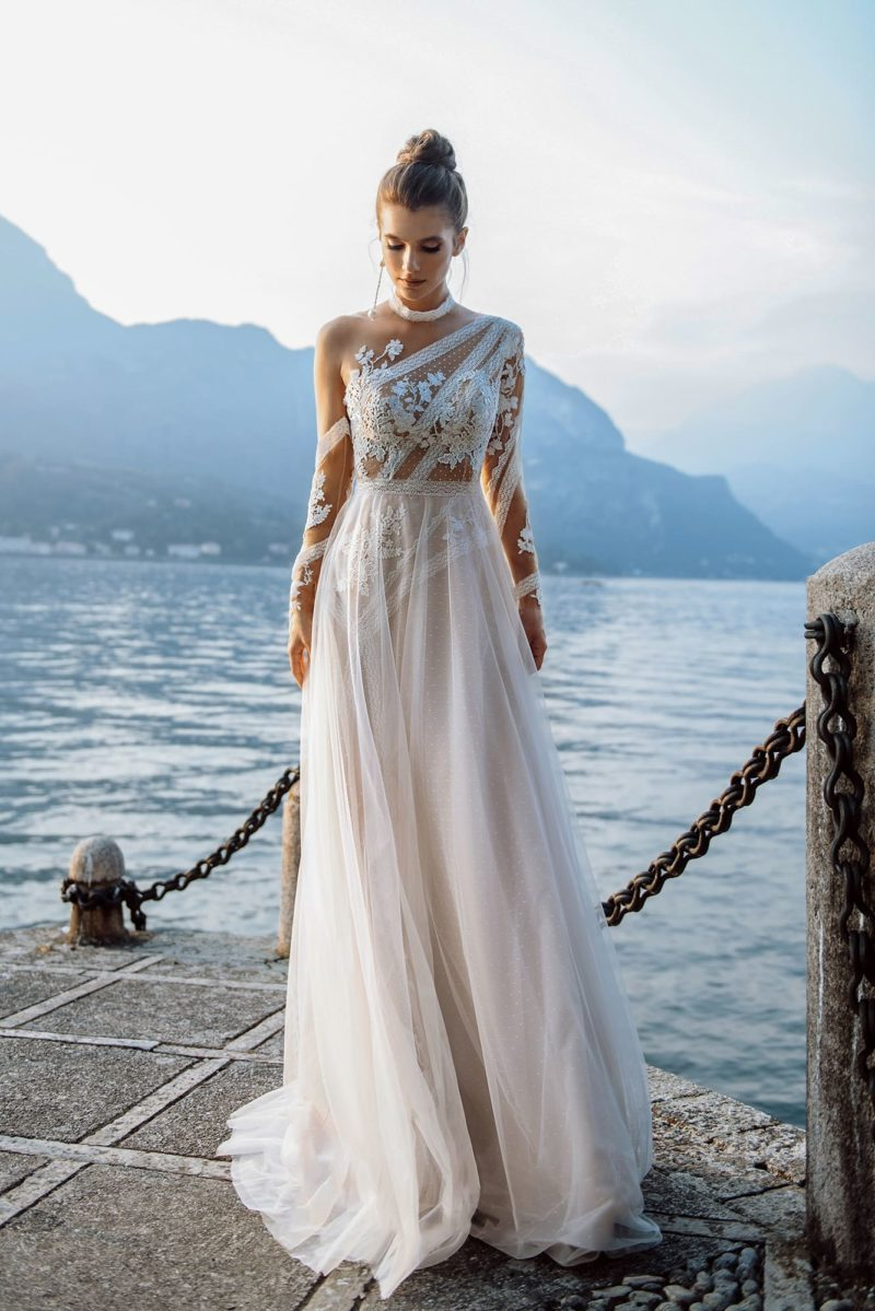 свадебное платье оттенка айвори из кружева и фатина