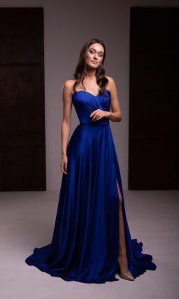 Атласное вечернее платье ярко-синего цвета