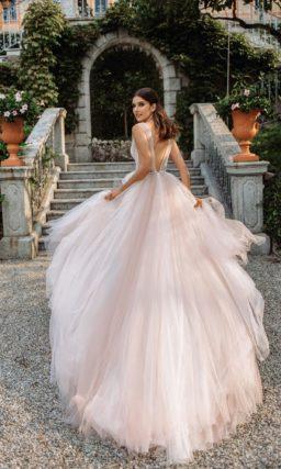 пышное свадебное платье с необычными элементами кроя