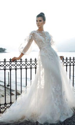 Приталенное свадебное платье молочного оттенка