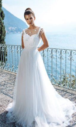 Легкое свадебное платье из фатина