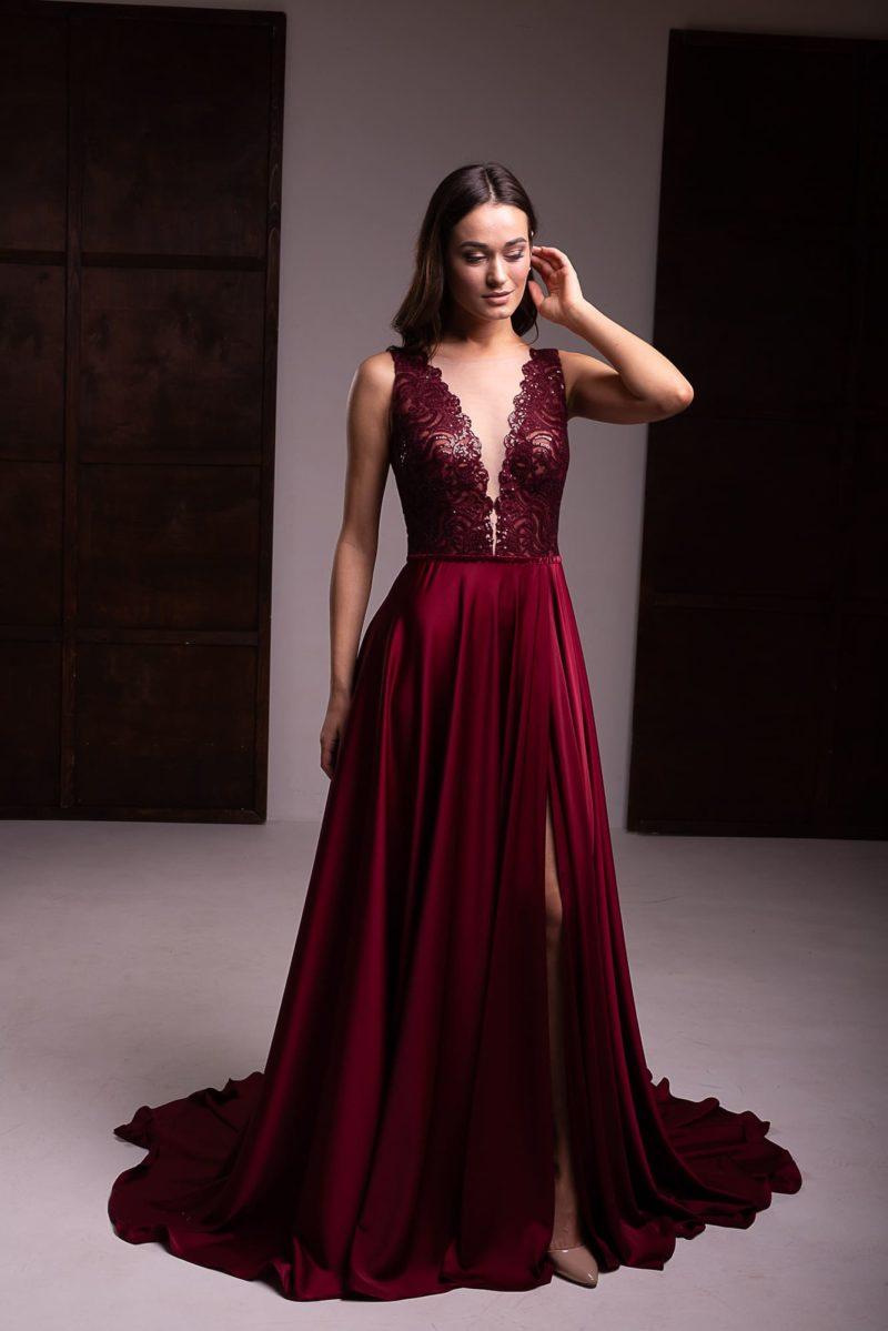 Вечернее платье в пол вишневого оттенка