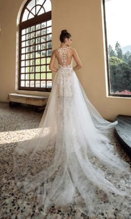 Полупрозрачное  свадебное платье из фатина