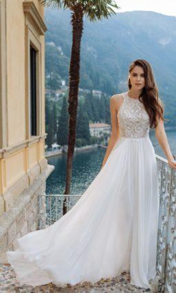 свадебное платье с ажурным корсажем и струящейся юбкой